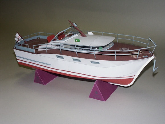 00579 - Chris Craft Futura Sports - Express Cruise